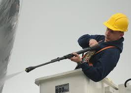 A műhely tisztaságáért az ipari magasnyomású mosó felel